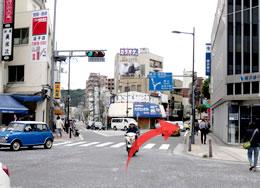 逗子市役所への道