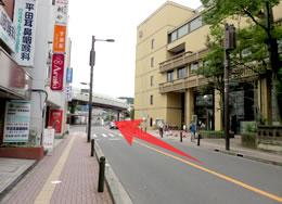 京浜急行の踏切までの道
